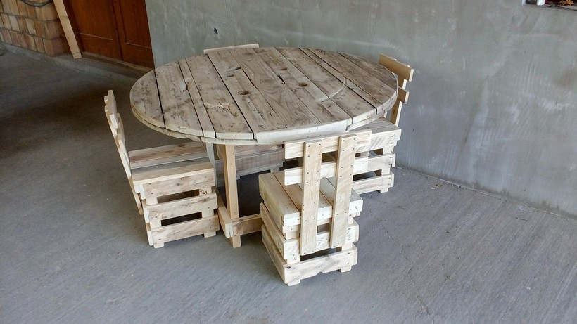 natural-look-pallet-furniture