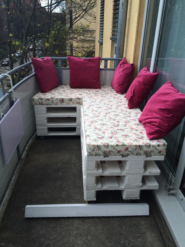 pallet-balcony-couch