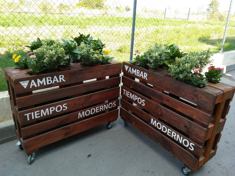 pallet-planter-on-wheels