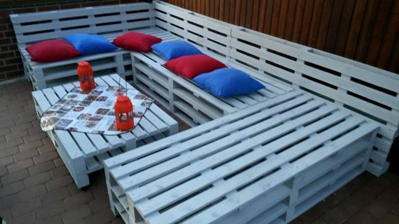 pallet-sitting-arrangement