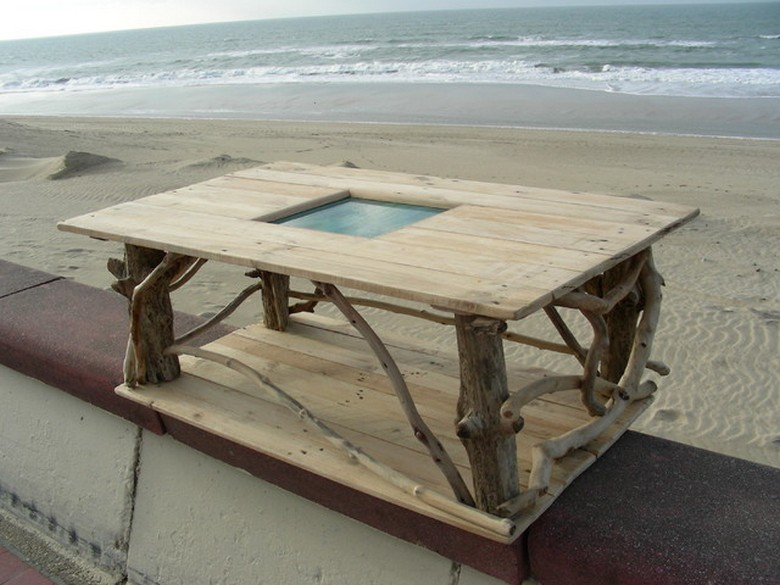 reclaimed-driftwood-and-pallets-table
