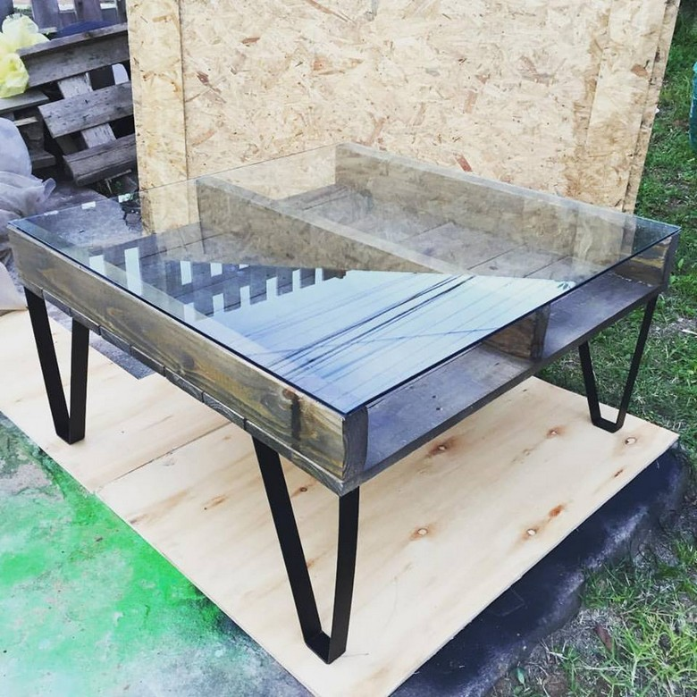 reclaimed-wooden-pallet-table