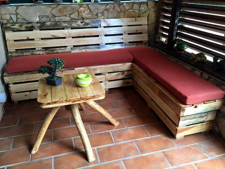 recycled-pallet-wood-couch