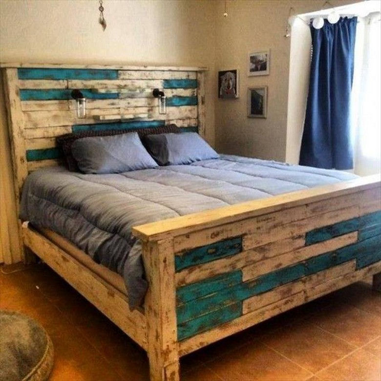 recycled-pallet-wooden-bed