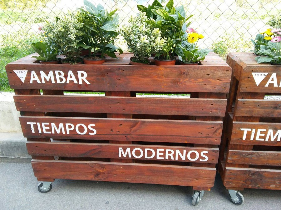 wooden-pallet-planters