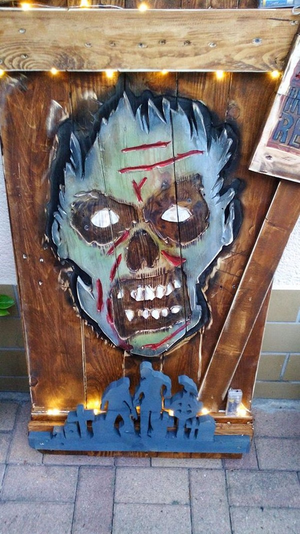 Halloween Display with Pallets