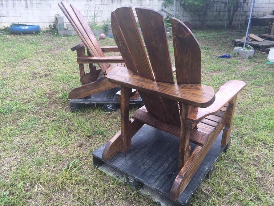 repurposed-pallet-adirondack-chairs