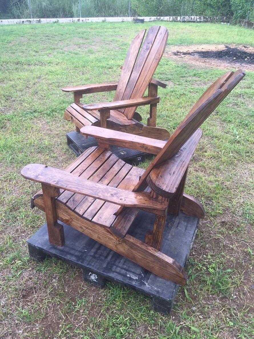 wooden-pallet-adirondack-chairs