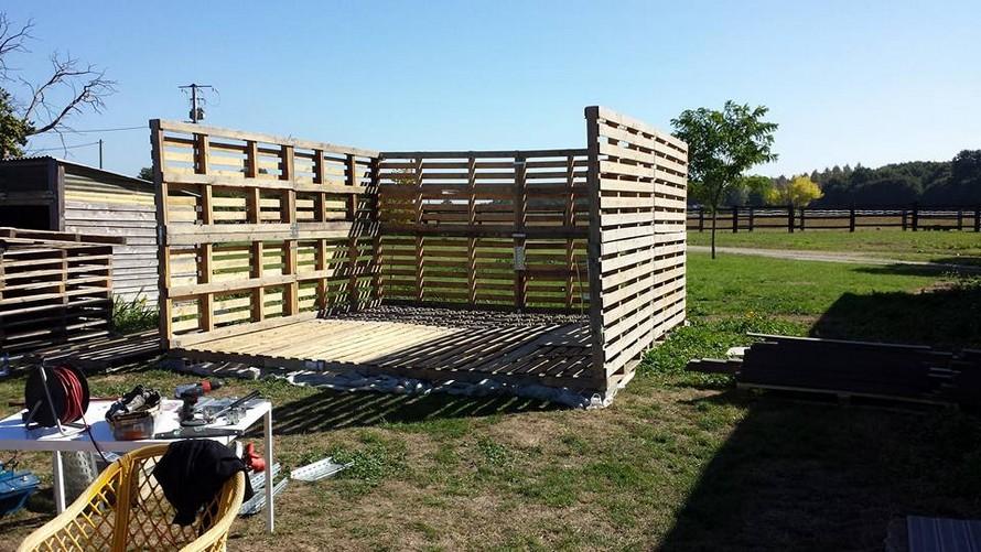 diy-pallet-garden-shelter