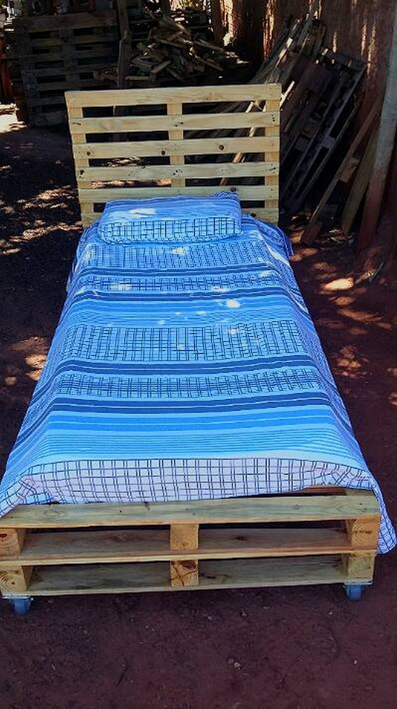 pallet-bed-on-wheels