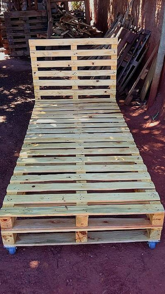 pallet-bed-with-headboard