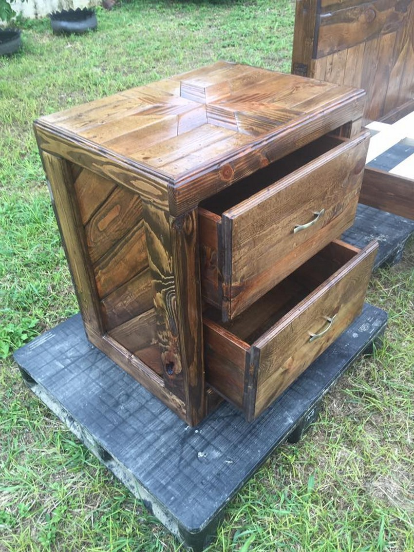 pallet-bedside-table
