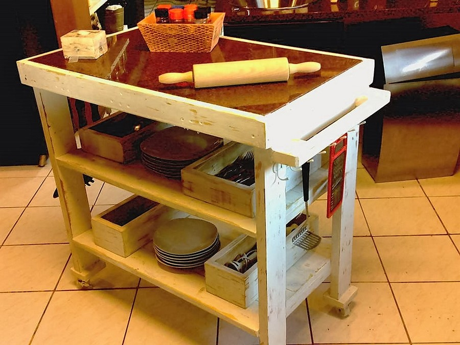 Repurposed Pallet Kitchen Island