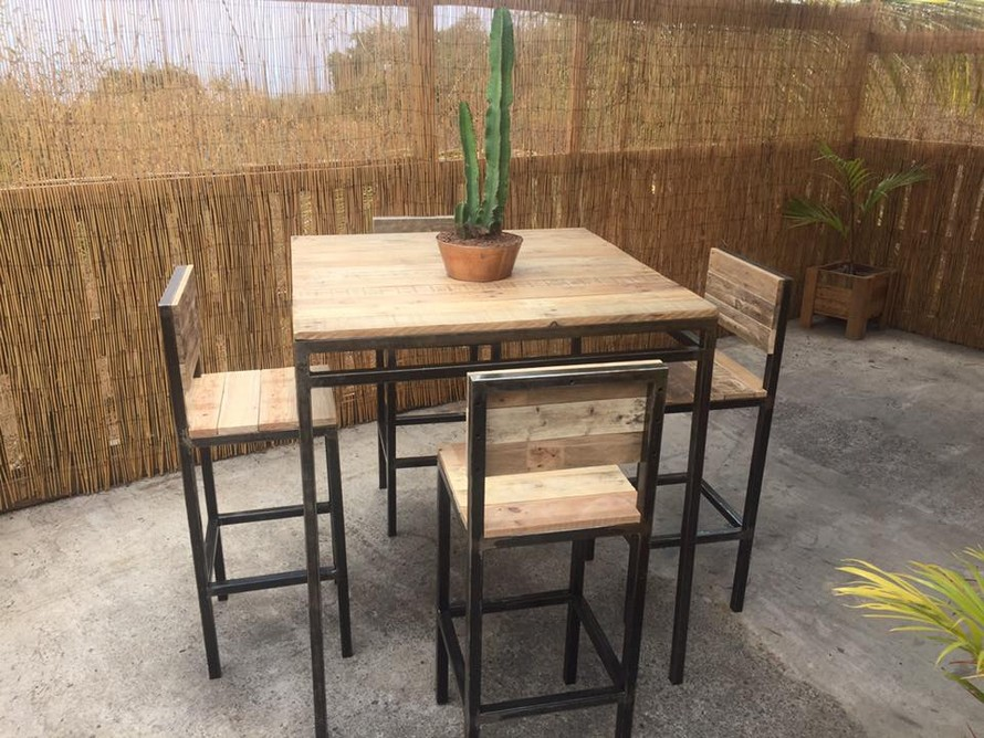 Reclaimed Pallet Furniture Set