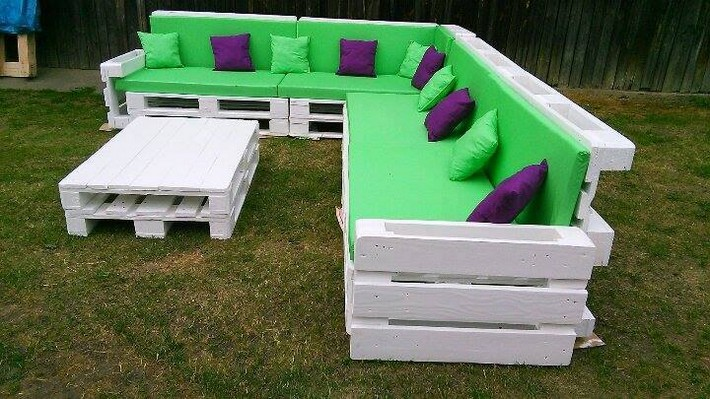 recycled-pallet-sofa