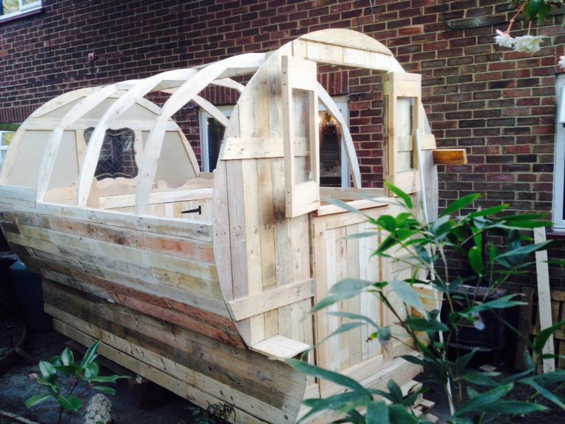 recycled-pallet-wood-wagon