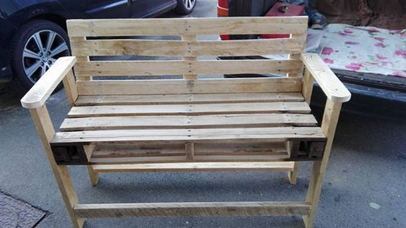 repurposed-pallet-bench