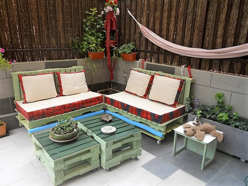 wood-pallet-garden-furniture
