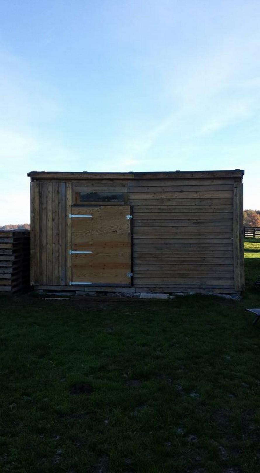 wood-pallet-garden-shelter