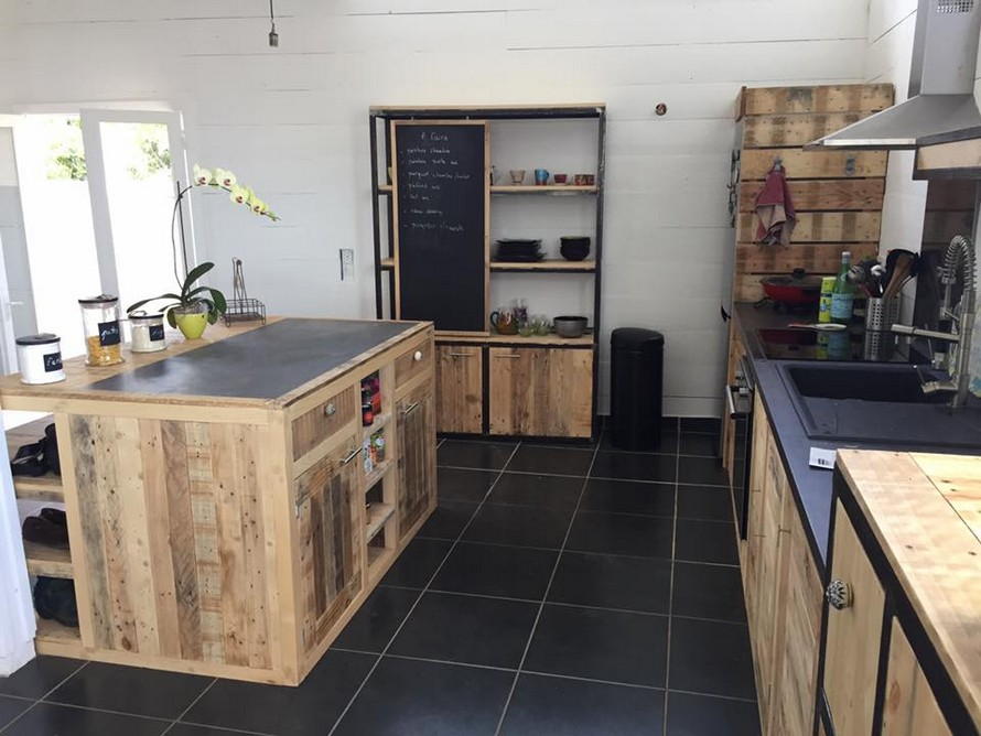 wood-pallet-works-in-kitchen