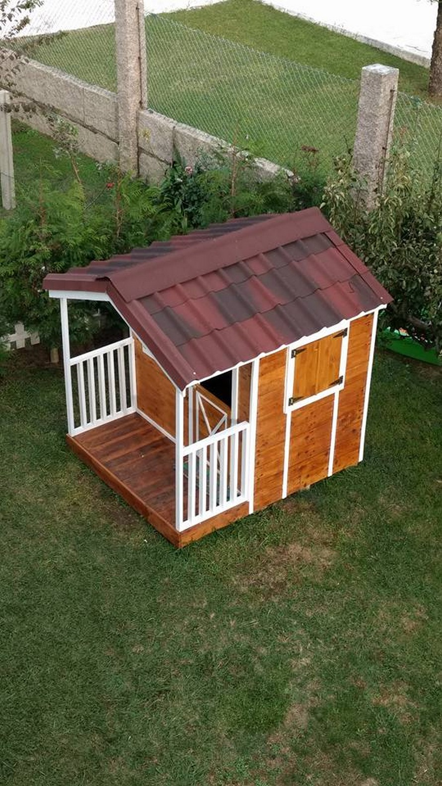 wooden-pallet-cottage-for-garden