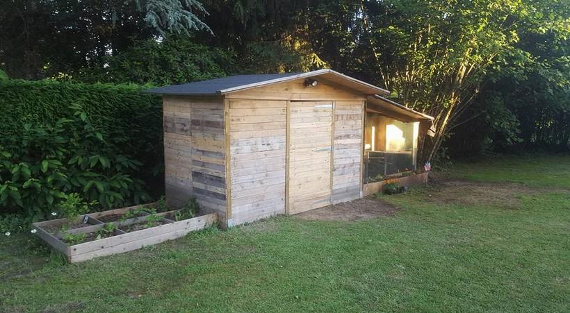 wooden-pallet-garden-cabin