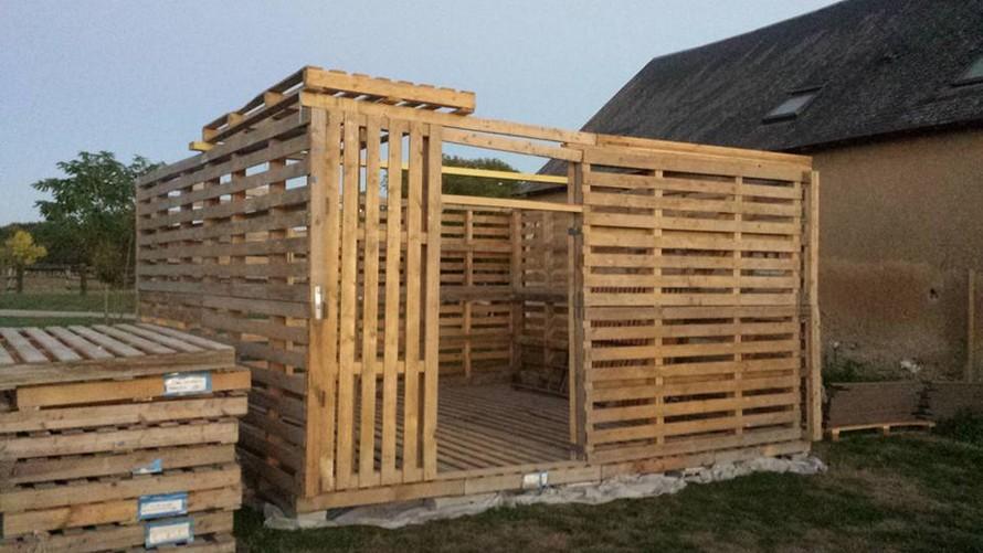 wooden-pallet-garden-hut