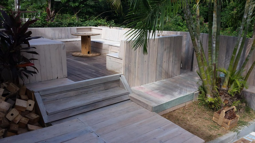 wooden-pallet-made-terrace