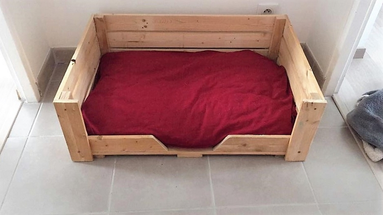 mindy-marchais-pallet-dog-bed