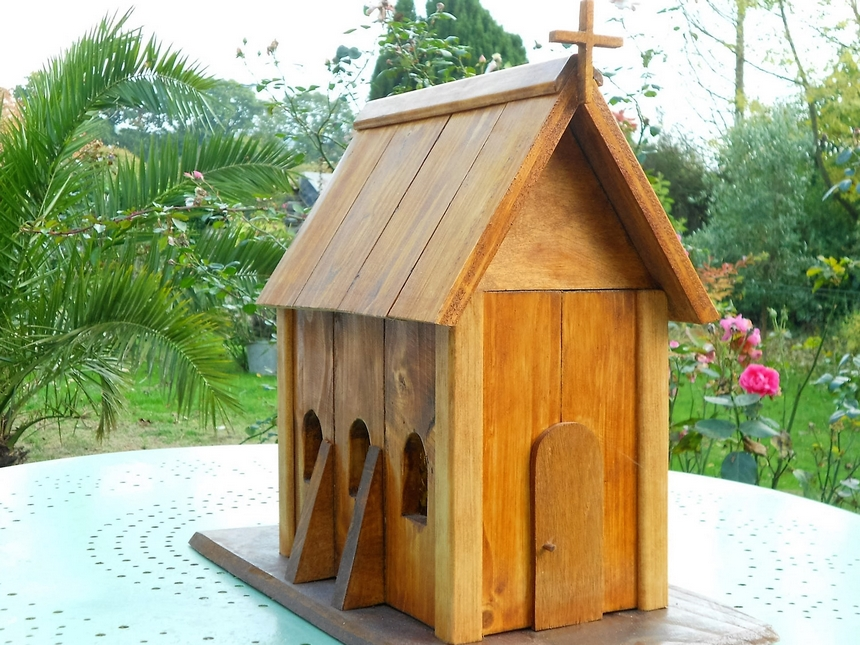 birds-house-made-with-pallets