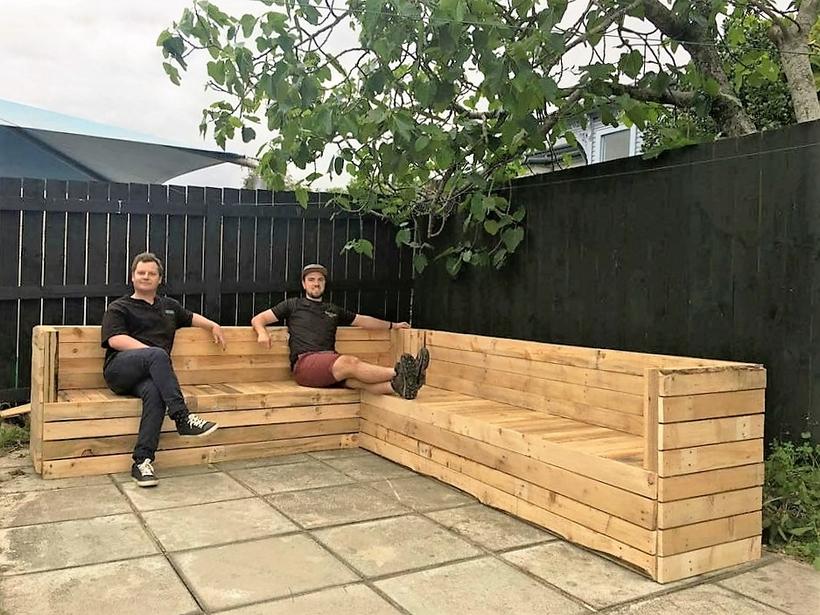corner-pallet-garden-couch