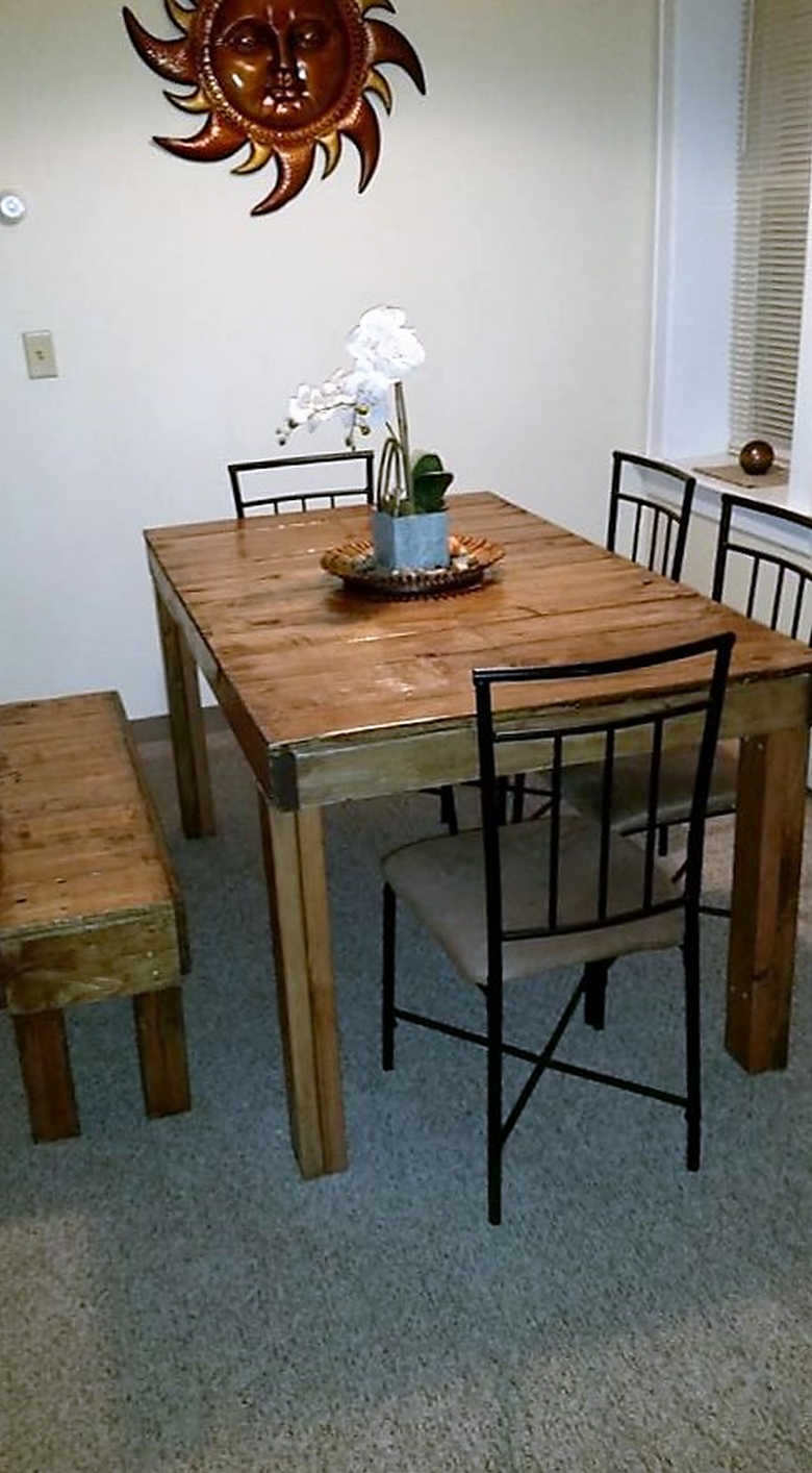 dinning-table-with-pallets
