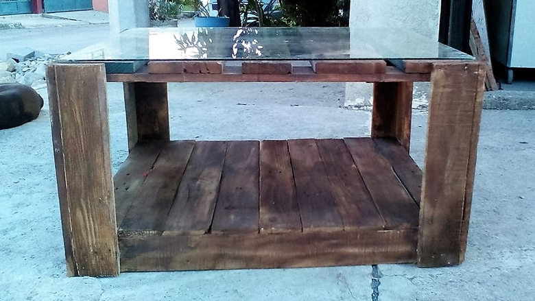 glass-top-pallet-table
