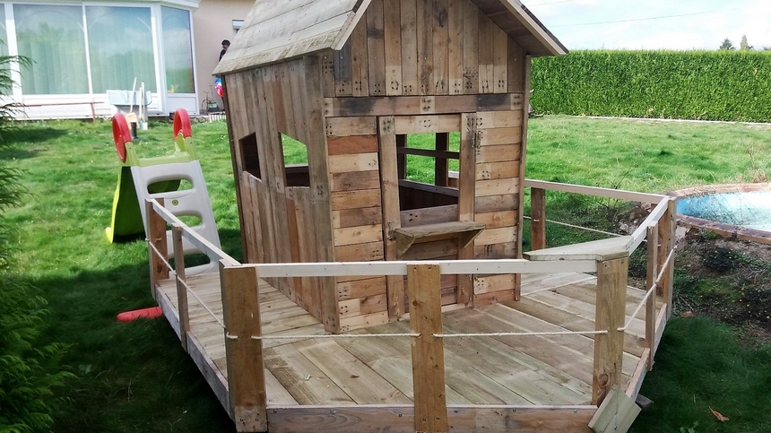 kids-playhouse-with-pallets