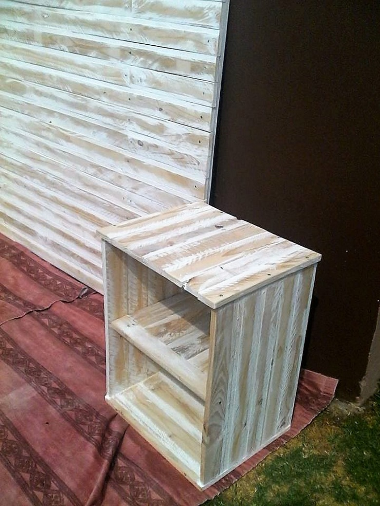 pallet-bed-side-table-idea