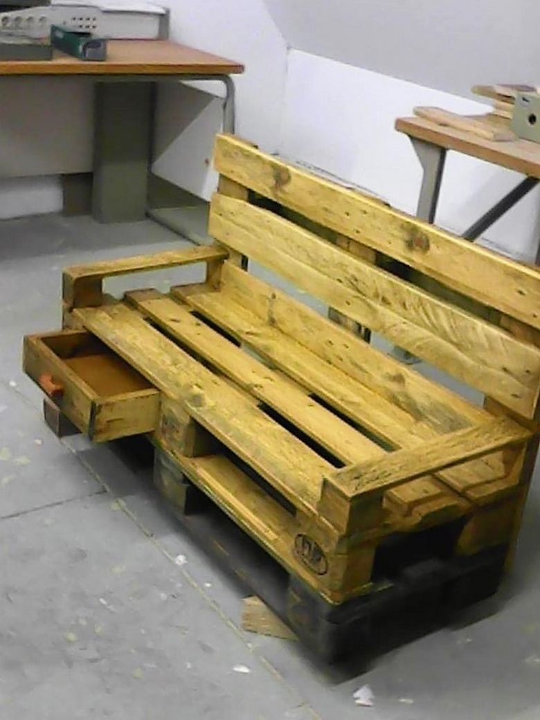 pallet-bench-with-drawers