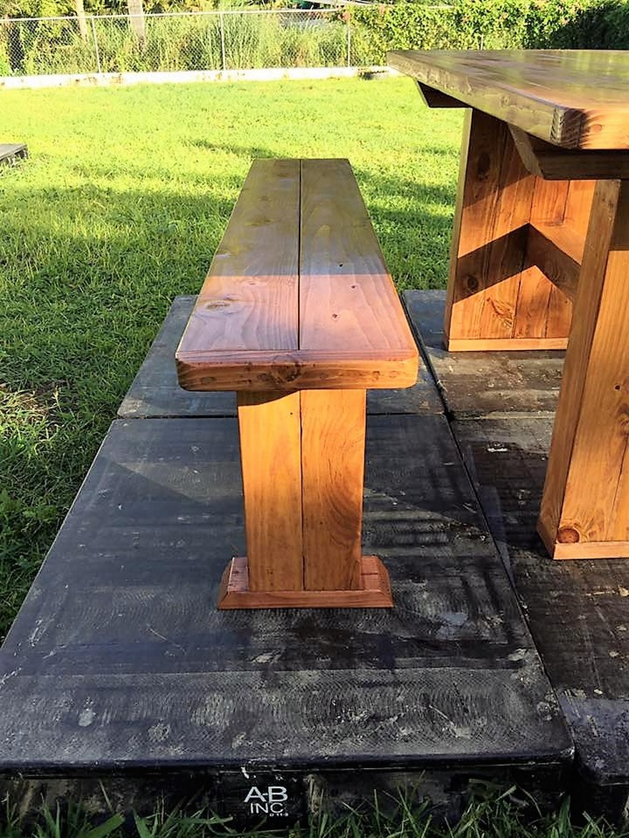 pallet-dinning-table-with-bench