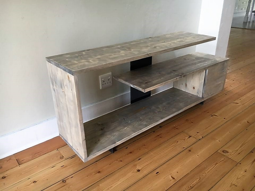 pallet-pine-tv-stand