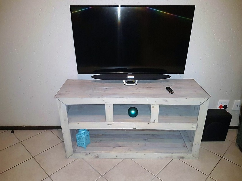 pallet-tv-table