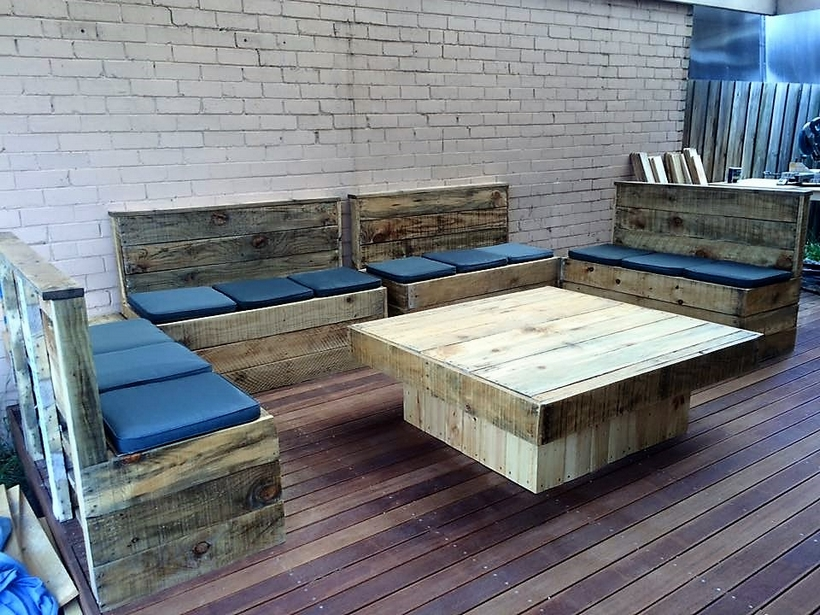 pallet-wood-outdoor-couch