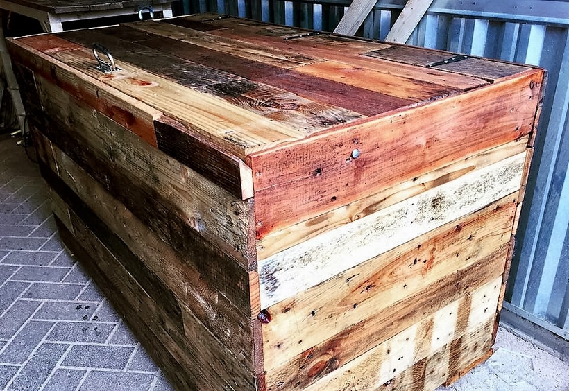pallet-wood-trunk