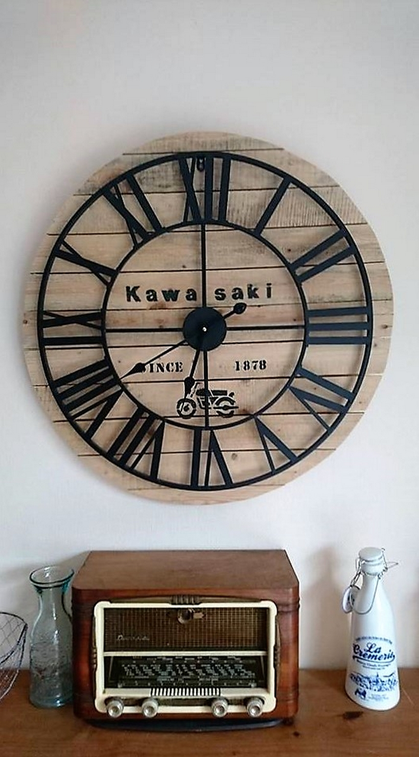 recycled-pallet-clock