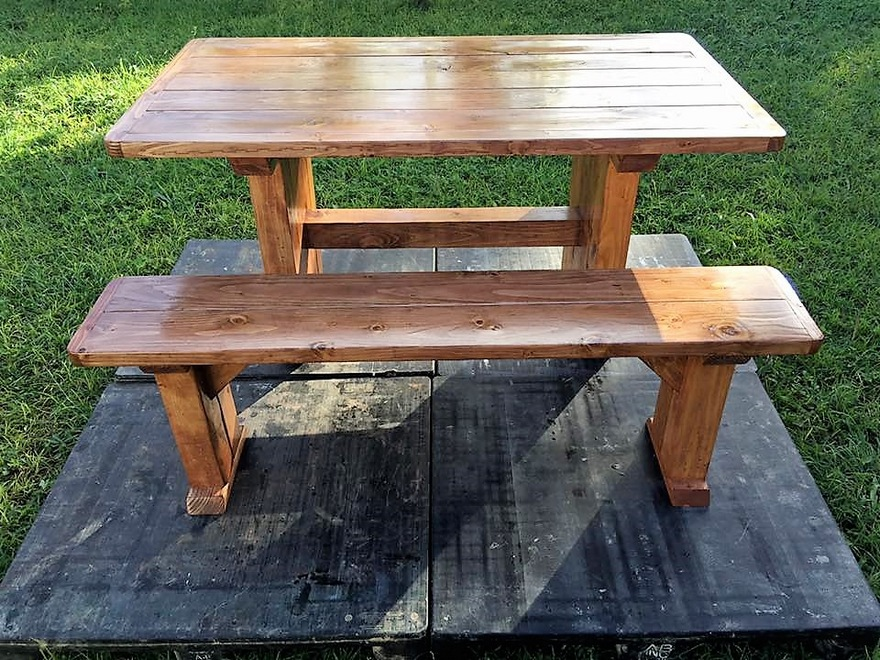 recycled-pallet-dinning-table