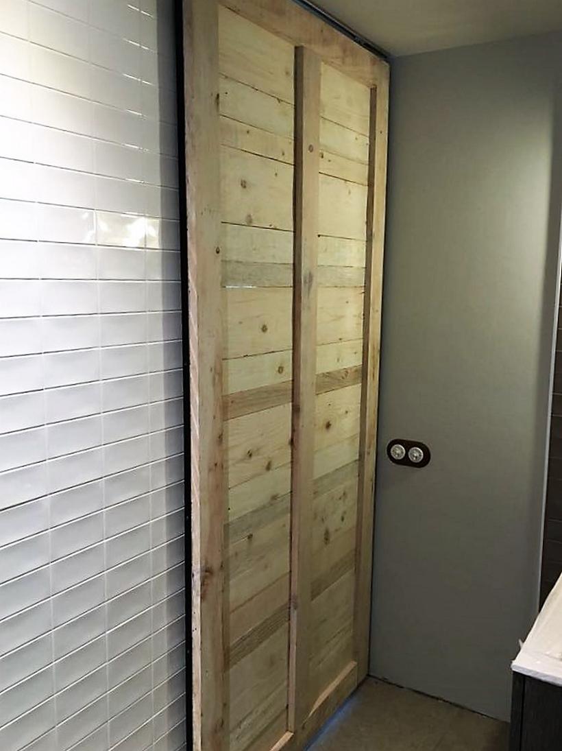 recycled-pallet-door-2