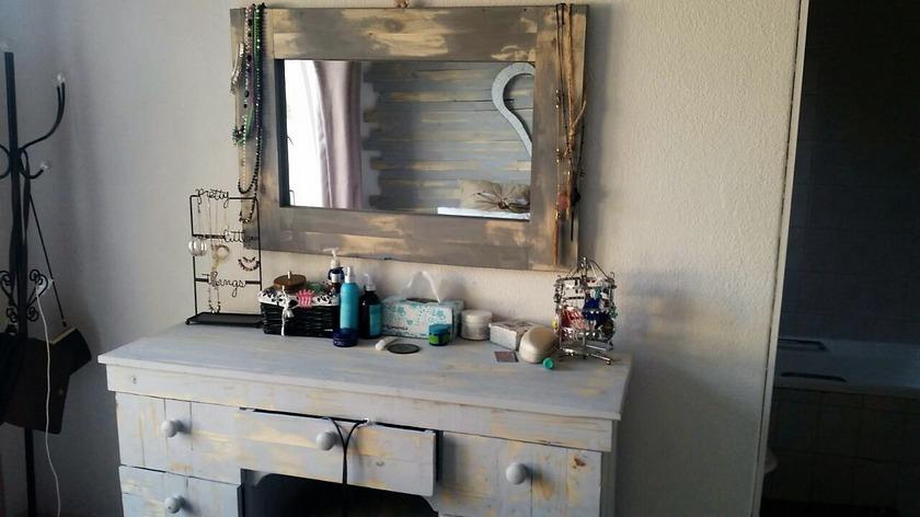 recycled-pallet-vintage-vanity