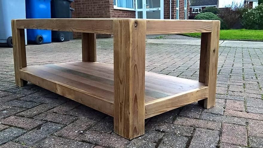 repurosed-pallet-table