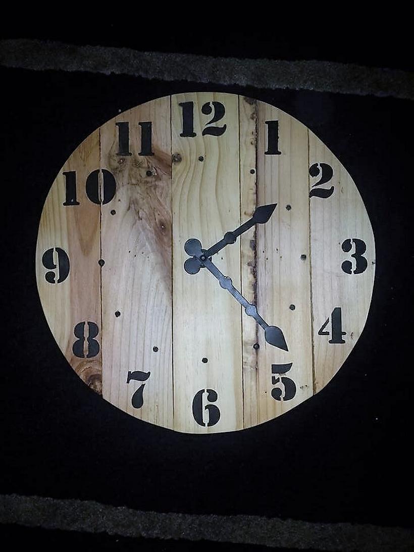 repurposed-pallet-clock