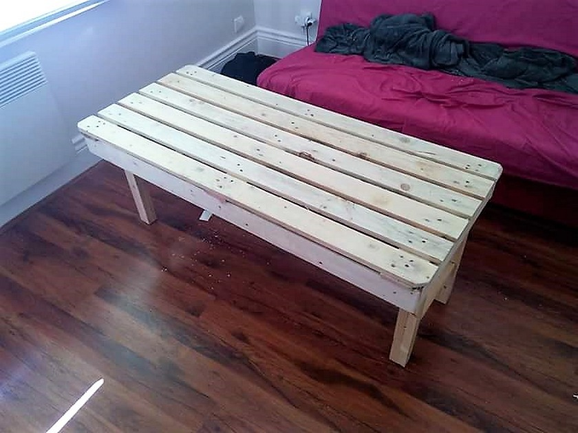 repurposed-pallet-coffee-table