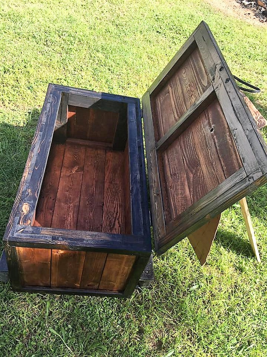 repurposed-pallet-storage-chest