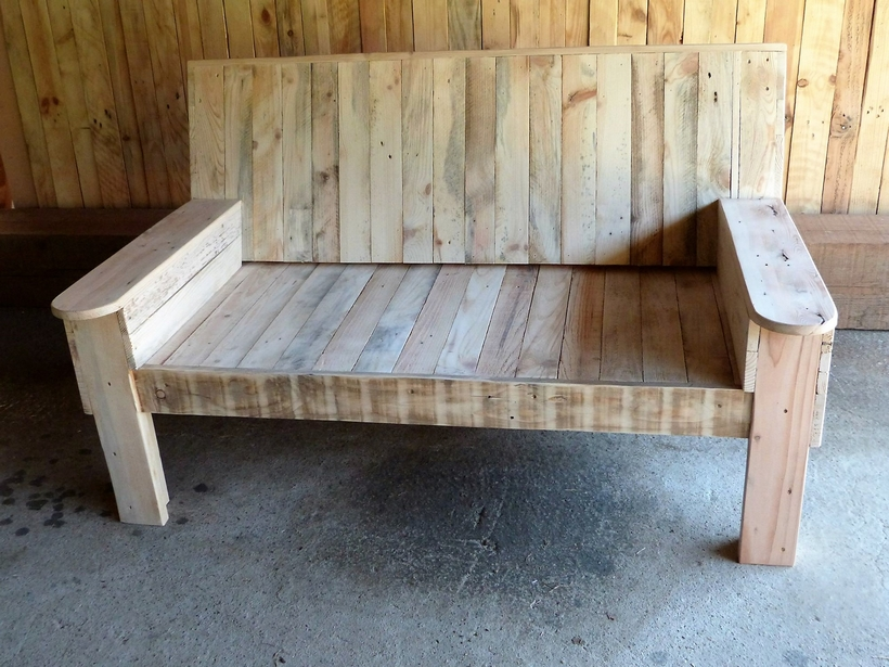 upcycled-pallet-wood-bench